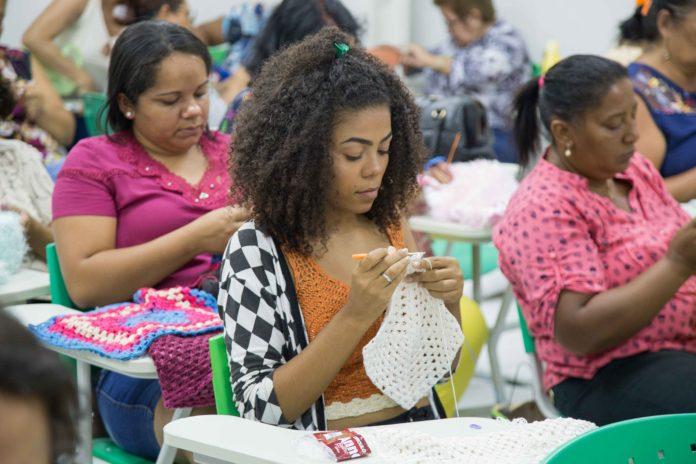 Para participar, as interessadas devem ter noção de crochê